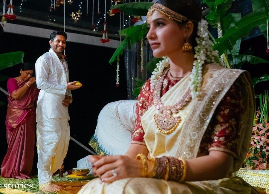 136c5dc0f1 The beautiful bride Samantha Ruth Prabhu went for a Sabyasachi white saree  with traditional mogra phool adorning her hair.