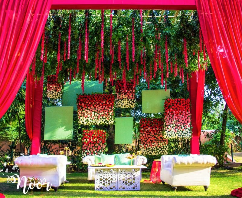 No Stage Decor Ideas For An Interactive Wedding Soiree Shaadisaga