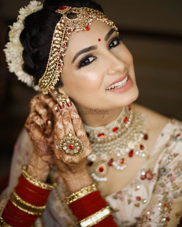 We Spotted 18 Brides Wearing Soft Dewy Makeup On The Wedding Day Pretty Post Alert