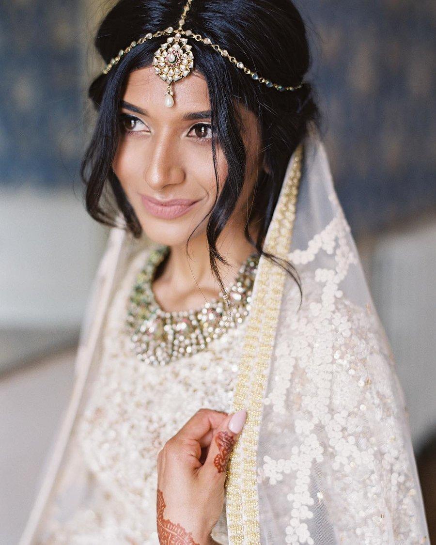 minimalist matha patti on modern bride