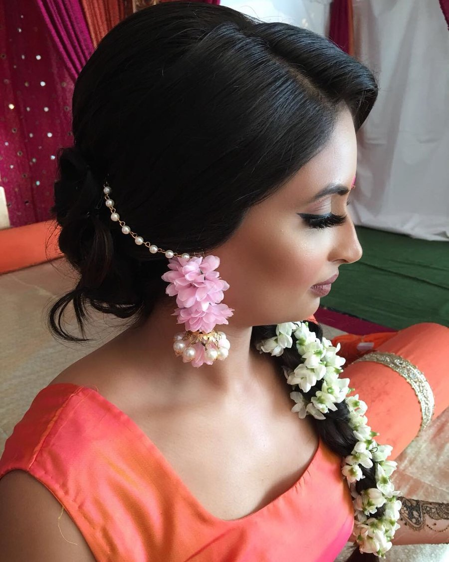 15 Easy Ways to include Gajra in your Hairstyle this ...
