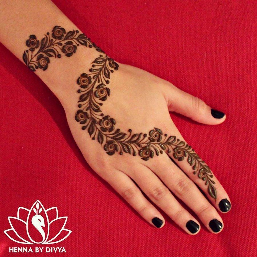 30 Minimal Chic Mehendi Design Ideas For The Bride S Bffs