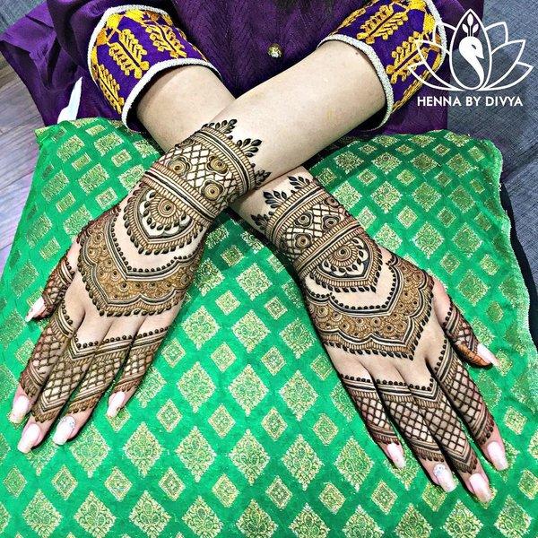 back hand wedding bridal mehndi design
