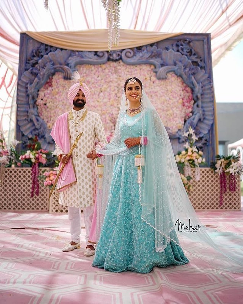 Real Brides In Lightweight Bridal Outfits Prove Less Is More