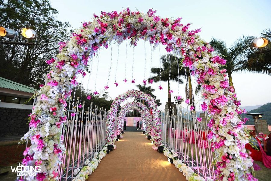 25 Magical Entrance Decor Ideas To Quirk Up Your Wedding Walkway