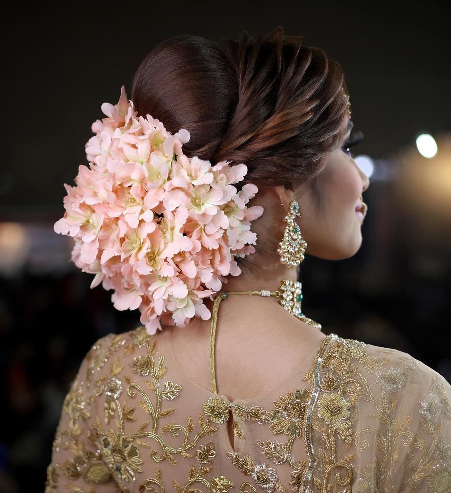 Wedding Hairstyle With Jasmine Flower: 21 Floral Bouquet Bun Hairstyles For Brides Who Love Being