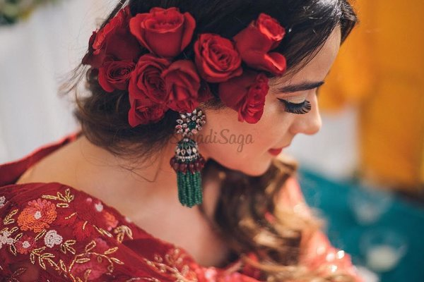 This Bride's Mehndi Ceremony Look Kindled Our Vintage Soul!