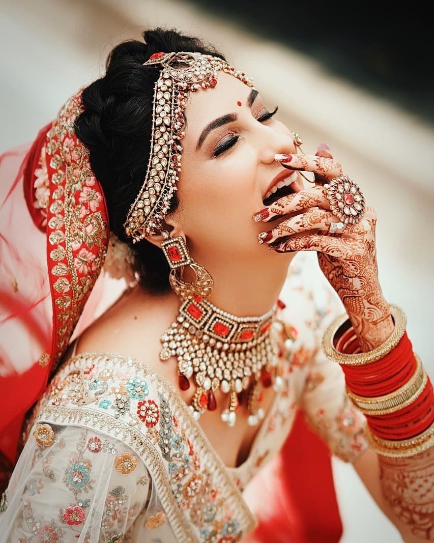 27 Poses For Solo Bridal Photos For Every Clueless Bride To Be Shaadisaga