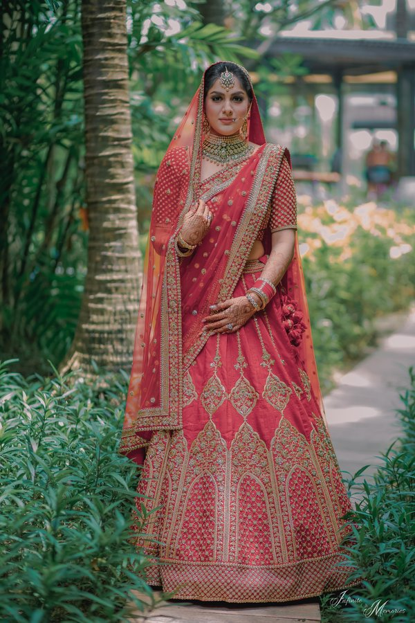 10e84e4d6a7e This envious red lehenga with intricate jaalidar work is truly one of the  best from Sabyasachi bridal collection 2018.