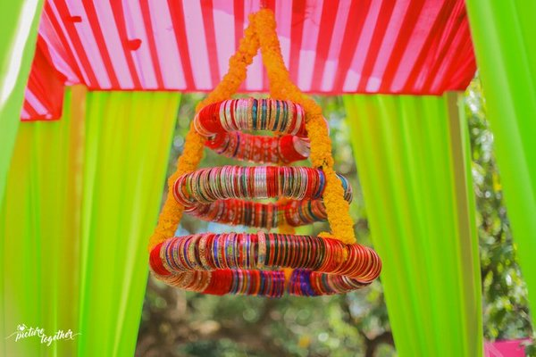 Simple & Quirky Ideas to Use Bangles for Your Wedding Decorations
