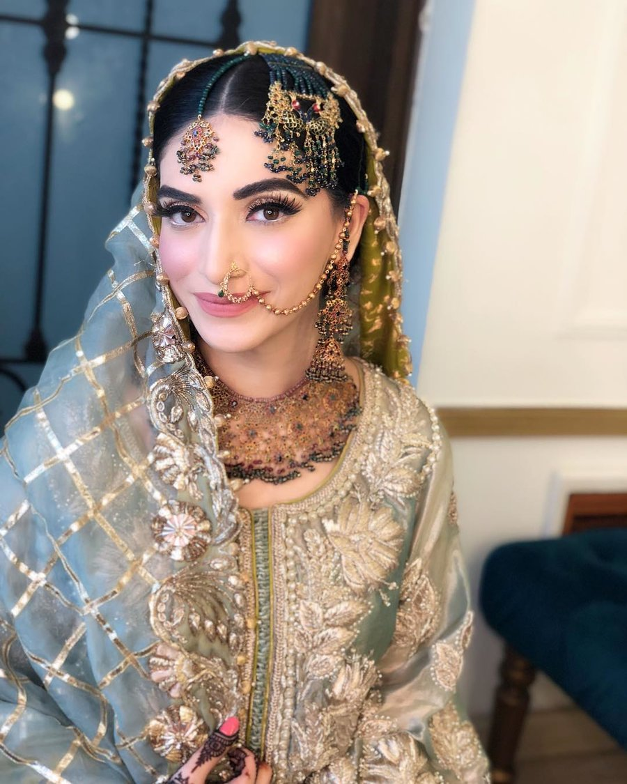 4a30288f2a434 15+ Pakistani Brides who Nailed their Wedding Jewellery Game ...