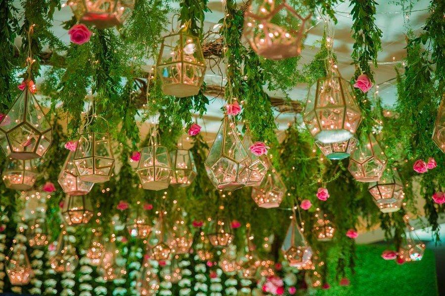 Wedding Reception Ceiling Decoration Ideas from images.shaadisaga.com