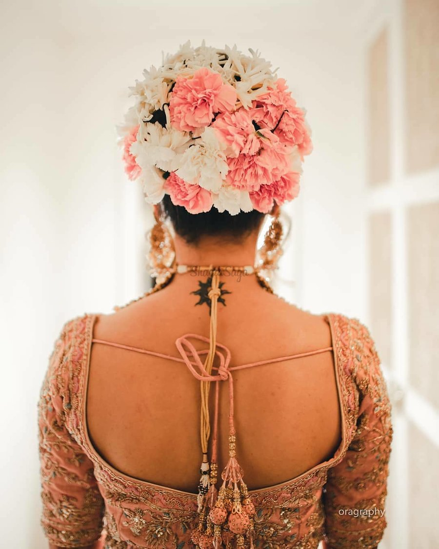 21 Floral Bouquet Bun Hairstyles For Brides Who Love Being Extra