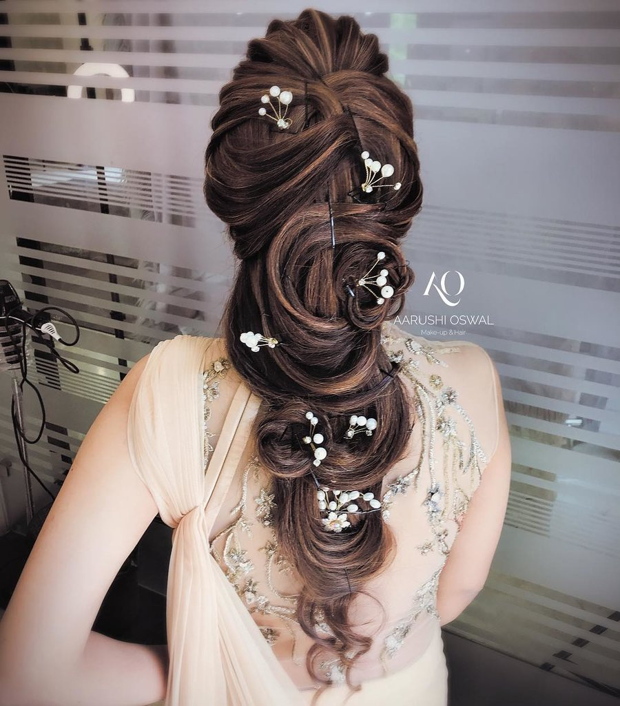 17 Trendiest Hairdos To Glam Up Your Wedding Reception Look