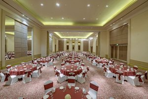 Grand victoria round table seating