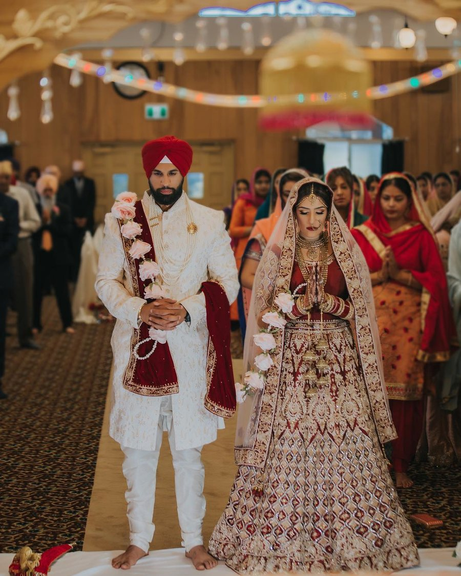 8 Unique Rose Palla Designs We Spotted at Sikh Weddings ...