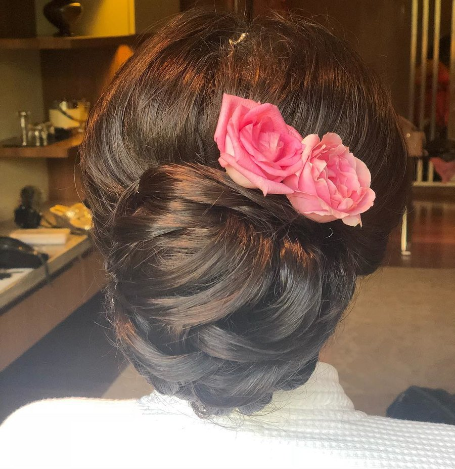 11+ Best Bridal Hairstyles with Roses for a Glam Bridal Hairdo | ShaadiSaga