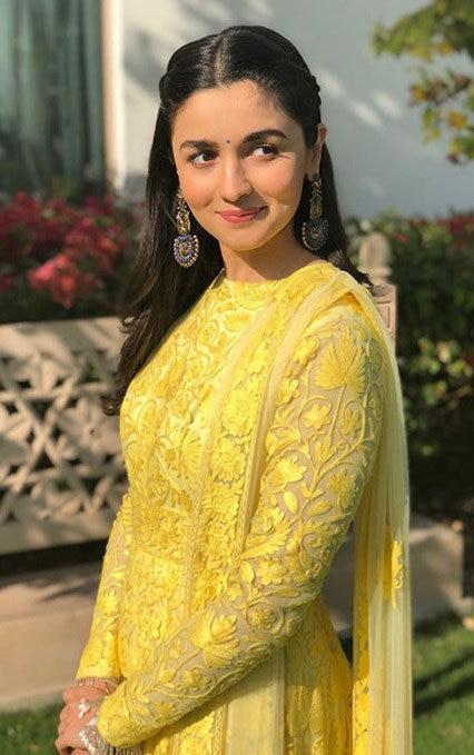 21 Alia Bhatt Dresses That Are Perfect For Millennial Bridesmaids Shaadisaga The aliabhatt community on reddit. 21 alia bhatt dresses that are perfect