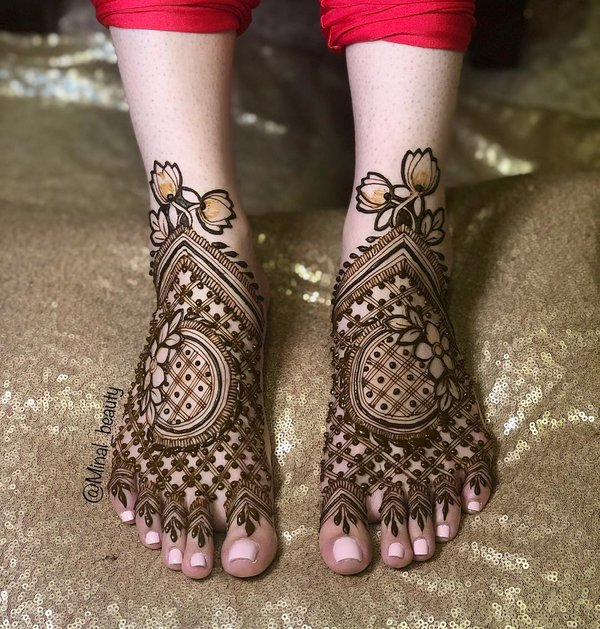 mehndi designs for feet and legs