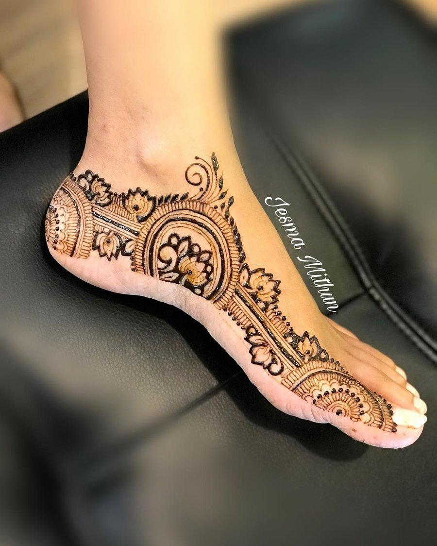 35 Fresh Pretty Lotus Mehndi Designs For Hands Feet To Save Rn