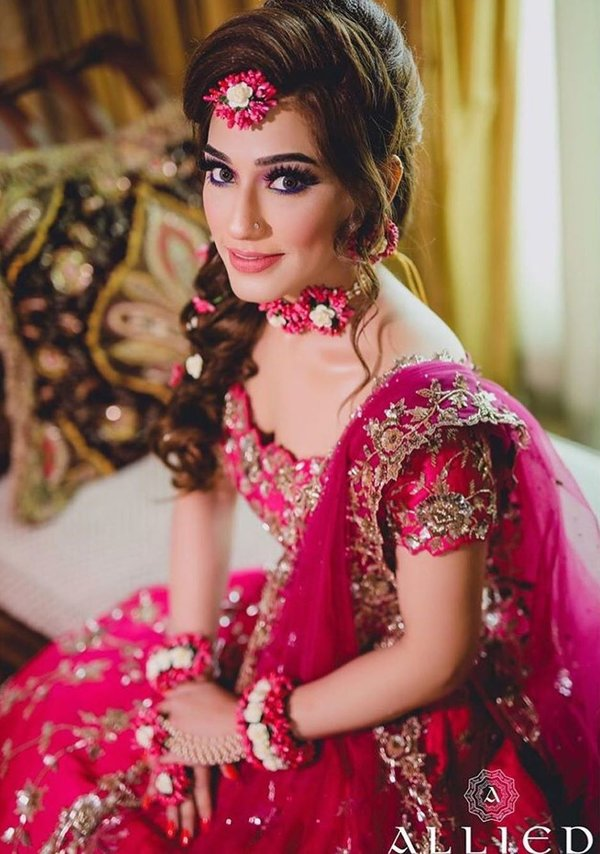25 Mehndi Makeup Looks Of These Brides