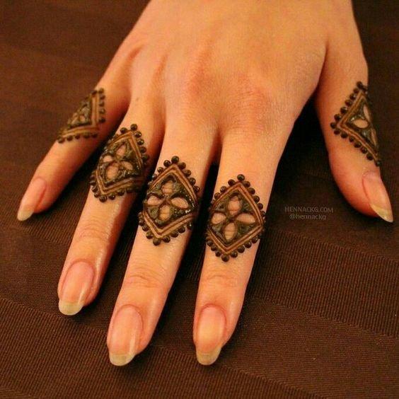 mehndi design simple finger