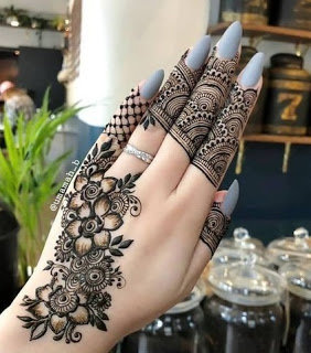 stylish mehndi design on fingers
